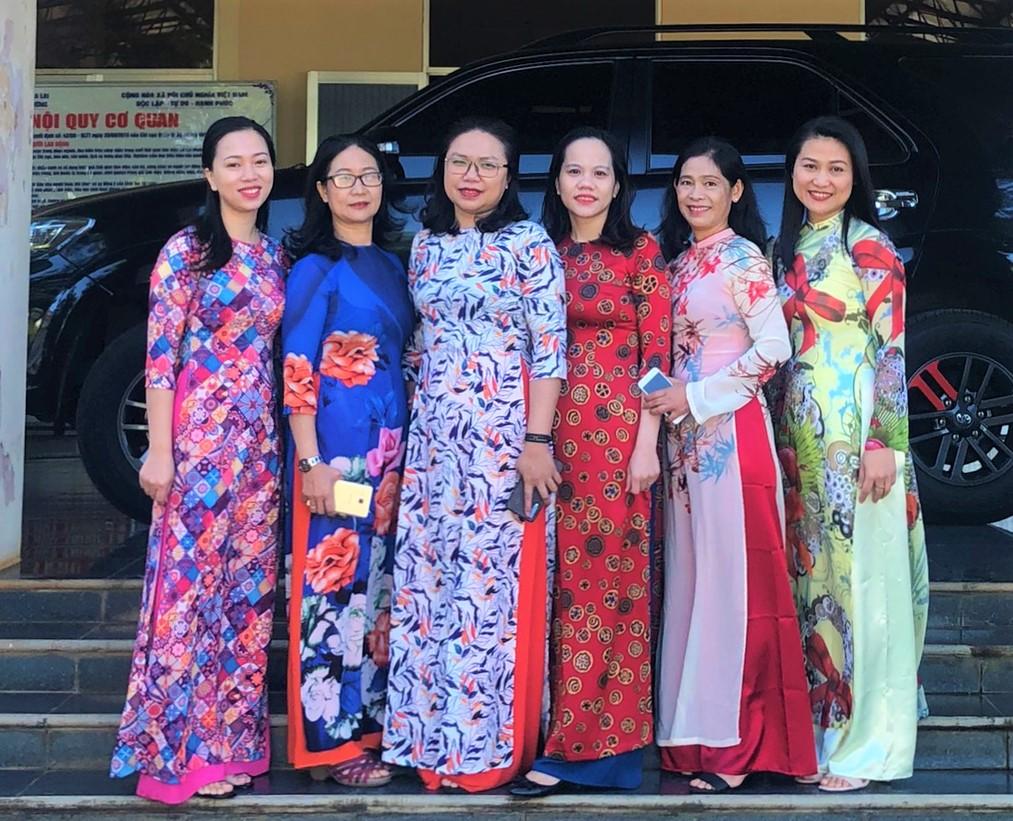 Công đoàn nữ văn phòng Cục QLTT Gia Lai hưởng ứng tuần lễ mặc áo dài