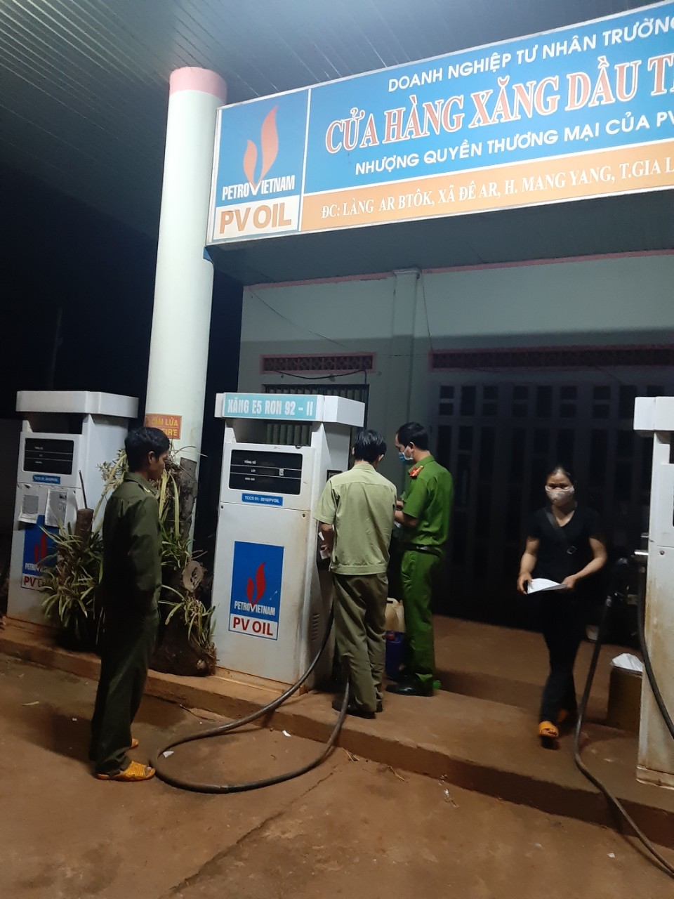 Gia Lai tiếp tục xử phạt 02 cửa hàng kinh doanh xăng dầu bán cao hơn giá niêm yết do thương nhân đầu mối xăng dầu quy định.