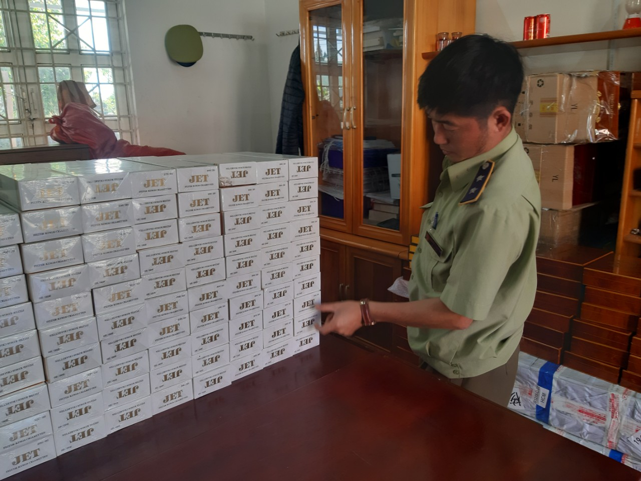 Gia Lai xử phạt vi phạm hành chính 02 đối tượng với tổng số tiền 80 triệu đồng và tịch thu 1.250 bao thuốc lá điếu nhập lậu