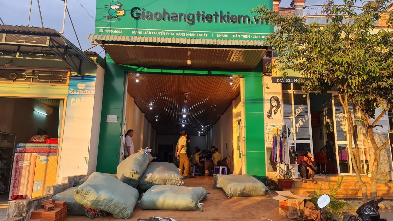 Gia Lai: Đội QLTT số 8, tạm giữ 684 kg áo len tại một địa điểm kinh doanh chuyển phát nhanh vì không xác định được nguồn gốc xuất xứ