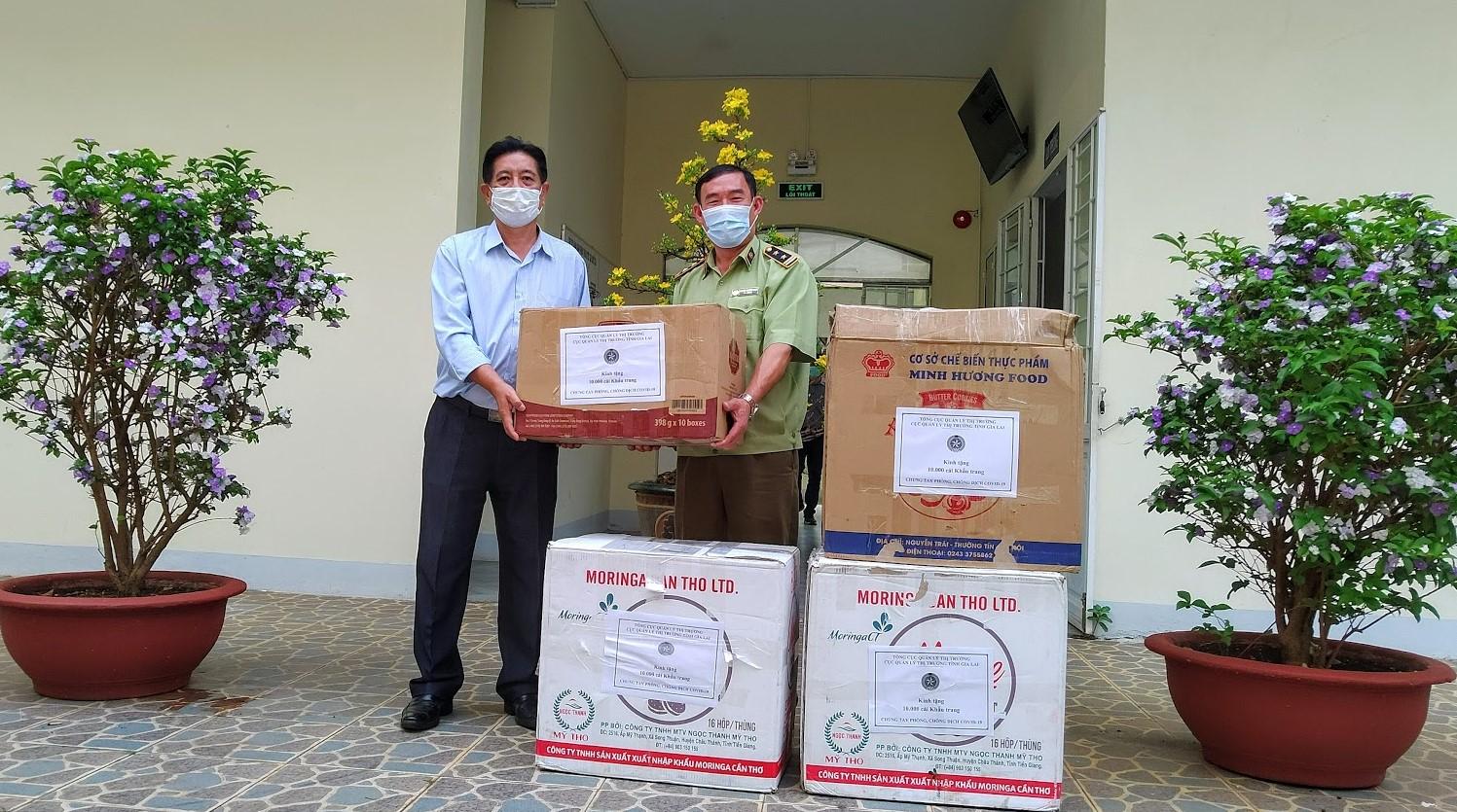 Cục QLTT Gia Lai trao 10.000 khẩu trang y tế cho Sở Y tế Gia Lai
